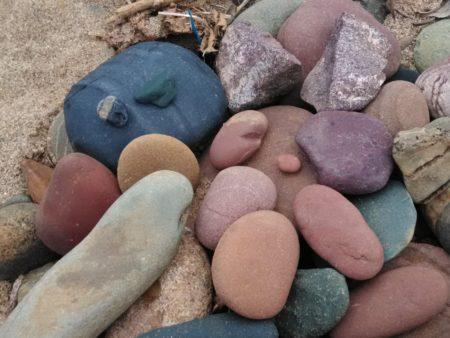 とってもステキな色の石たちです