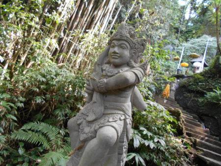 グヌンカウィスバトゥにある彫刻